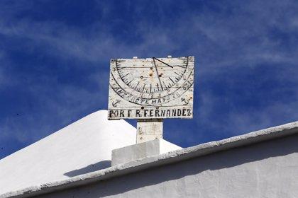Relojero de la Puerta del Sol fija en 4 minutos y 35 segundos el tiempo para ajustar el reloj en las campanadas canarias