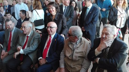 """Diputados constituyentes reconocidos por el Día de la Constitución piden que no vuelvan """"las dos Españas"""""""