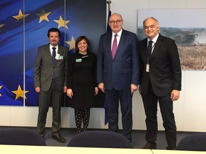"""Bonig """"arranca"""" el compromiso de Bruselas de destinar más fondos contra la Xylella si lo pide la Generalitat"""