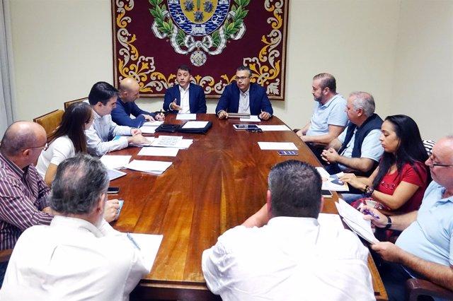 Resultado de imagen de El Consistorio acuerda con los taxistas la modificación de la tarifa y el plan de rescate