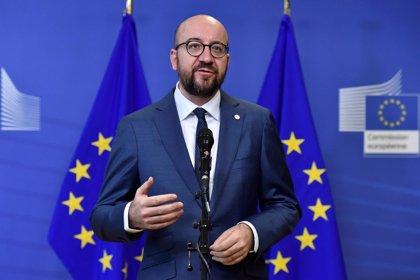 El primer ministro belga logra apoyo parlamentario al Pacto para la Migración pese al veto de su socio de Gobierno