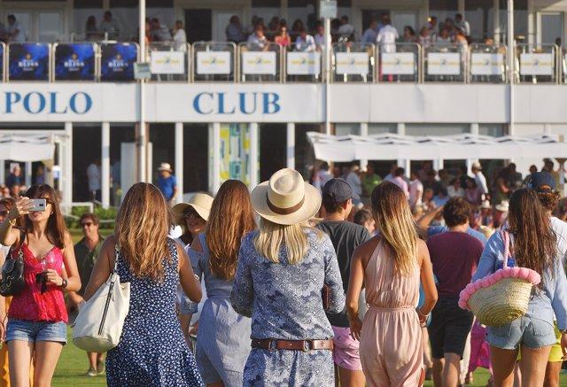 Público en el Santa María Polo Club