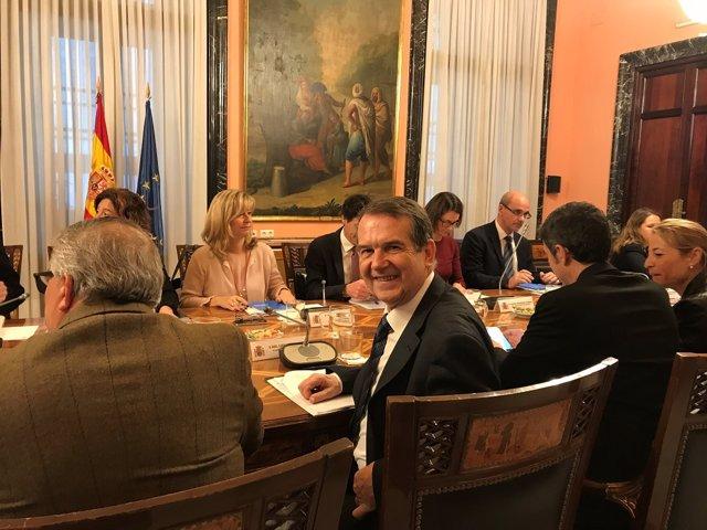 Abel Caballero, presidente de la FEMP, con el Ministerio de Hacienda