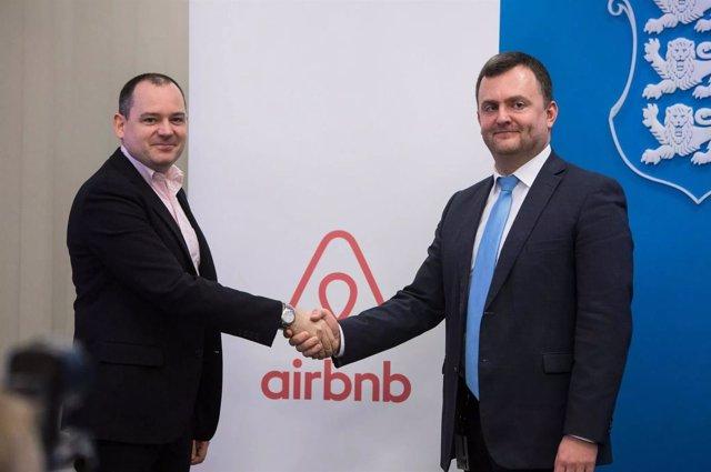 Patrick Robinson (Airbnb) y Rivo Reitmann (Estonia)