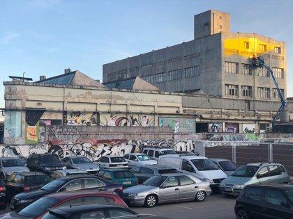 La façana de la Nau Bostik es transforma amb una intervenció d'Elian Chali