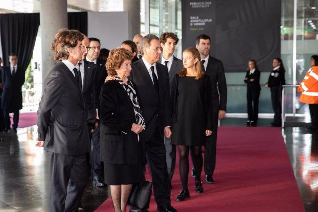 La família de Josep Lluís Núñez al Memorial del Camp Nou