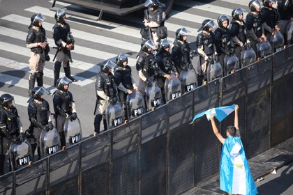 """Protestas sociales en Argentina reclaman trabajo y una """"Navidad sin hambre"""""""