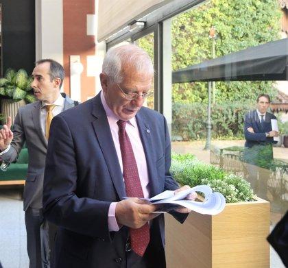 """Borrell llama a honrar la Constitución acabando con la idea de llamar """"traidores"""" a los catalanes no independentistas"""