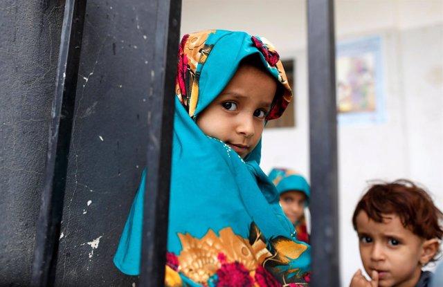 Niños yemeníes en Saná desplazados por la ofensiva sobre Hodeida