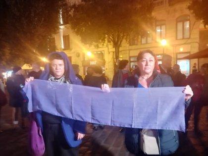 """Medio centenar de personas se concentran en Palma """"contra la Justicia patriarcal"""" por la sentencia de 'La Manada'"""