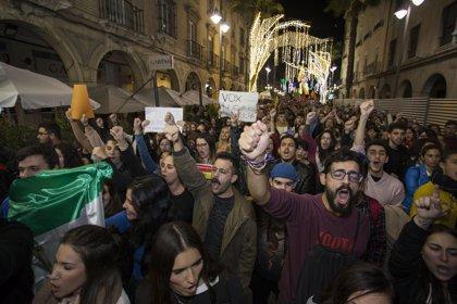 Unas 300 personas participan en la manifestación contra Vox en Huelva capital