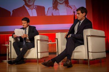 """Manuel Valls defiende ante Rivera que no haya """"compromisos con ningún partido populista"""""""
