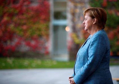 """La 'doble' de Merkel confía en que ambas tengan """"más tranquilidad"""" tras la retirada de la canciller"""