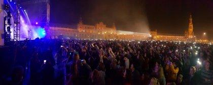 Unas 18.000 personas asisten al concierto gratuito de Manuel Carrasco en la Plaza de España de Sevilla
