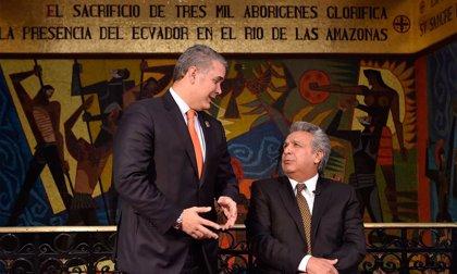 Los presidentes de Ecuador y Colombia se lanzan a cantar a dúo 'Caminante no hay camino' durante una reunión binacional