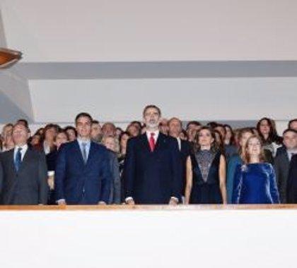 Los Reyes presiden en el Auditorio Nacional el concierto conmemorativo del 40 aniversario de la Constitución