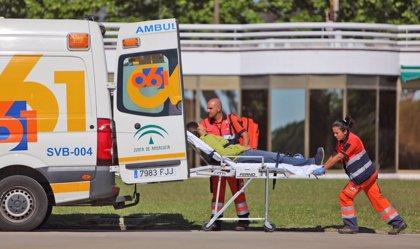 Resultan heridos cinco jóvenes al chocar su vehículo contra una columna de un instituto de Ronda