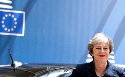 """May advierte de que hay tres opciones: su acuerdo, salir de la UE sin acuerdo o que """"no haya Brexit"""""""