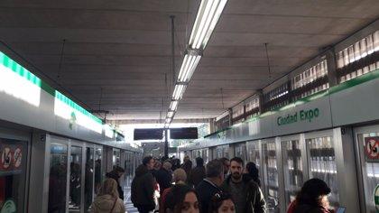 """Seguimiento """"del cien por cien"""" en los paros parciales del metro de Sevilla con intervalos de 27 minutos en los trenes"""