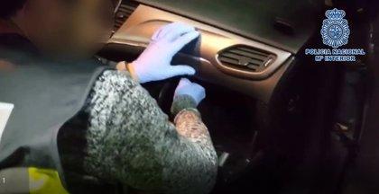 Cae en Alicante una red de distribución de cocaína a traficantes que llevaban la droga oculta en la guantera de un coche