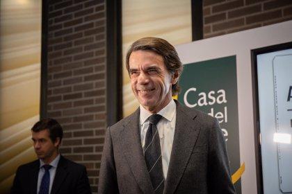 """Aznar: """"Los ciudadanos plantean nuevas exigencias, pero para atenderlas se necesita más Constitución, no menos"""""""