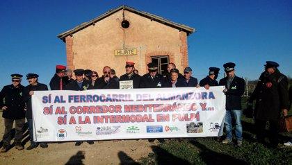 """Colectivos ferroviarios lamentan """"década de dejadez de funciones"""" del Gobierno central con el tren Guadix-Baza-Almanzora"""