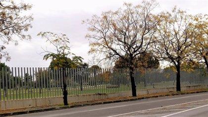 IU urge a eliminar el vallado del sector del parque Guadaíra correspondiente al Polígono Sur