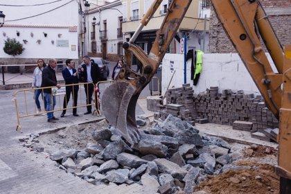 Los Planes Provinciales invierten en la reforma de la Plaza de España de Olula del Río