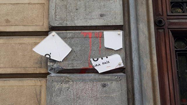 Placa de la seu d'Òmniun a Barcelona