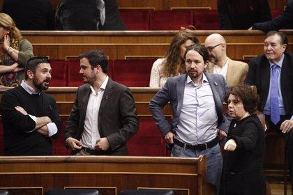 Los diputados de Unidos Podemos se niegan a aplaudir a los Reyes en el Congreso