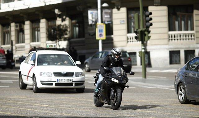 Tráfico, circulación, moto, motos, taxi, taxis, motocicleta