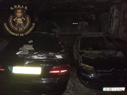 Un incendio en un garaje de Castellón calcina seis vehículos y causa daños a otros 25