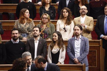 """Pablo Iglesias critica el discurs """"decebedor"""" del Rei i rebutja l'ovació """"sobreactuada"""" a Joan Carles I"""