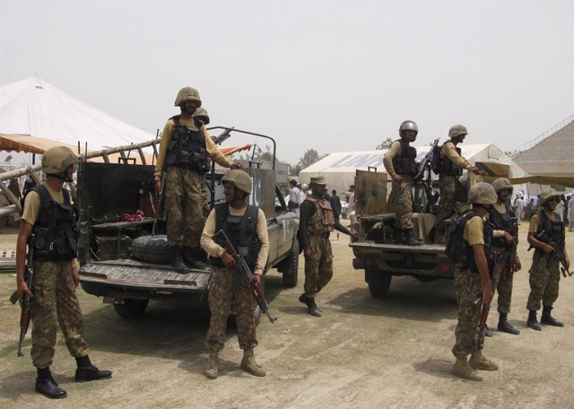 Militares paquistaníes