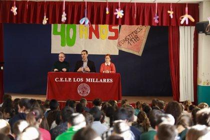 Alcalde de Almería acerca a 150 alumnos de Los Millares y Al Andalus la necesidad de conocer y proteger la Carta Magna