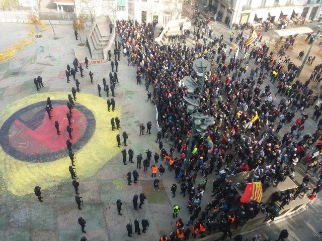 Manifestació per la Constitució a Girona