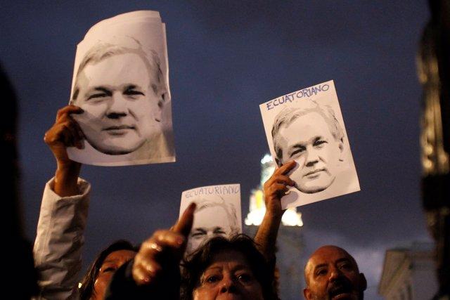 Simpatizantes del fundador de Wikileaks, Julian Assange