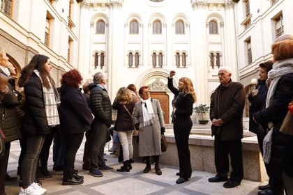 Unos 2.000 ciudadanos celebran el Día de la Constitución visitando el edificio Pignatelli