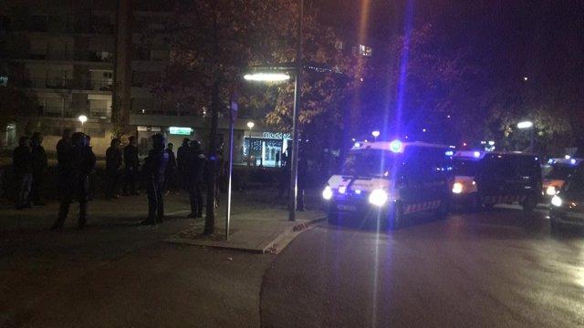 Los Mossos d'Esquadra tras las cargas en Terrassa (Barcelona)