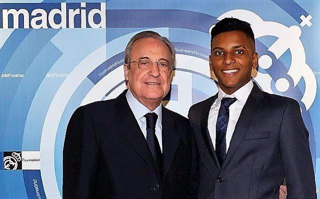 Florentino Pérez y Rodrygo Goes, jugador del Santos