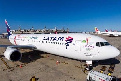 El sindicato de la aerolínea chilena LATAM convoca una huelga para este viernes