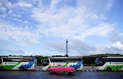 Cuba importará autobuses para reforzar el transporte tras la reducción de taxis privados