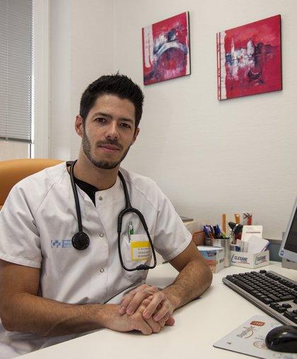 El médico del San Pedro Ramón Baeza, doctor por la UR con tesis sobre impacto de la bendopnea en insuficiencia cardíaca