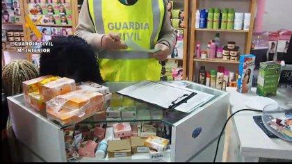 Seprona y Sanidad inspeccionan tres centros de peluquería en Logroño por la venta de productos ilegales