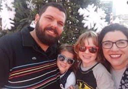 Una familia lanza una campaña de 'crowdfunding' para costear un tratamiento que evite que dos gemelos se queden ciegos
