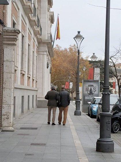 De la Riva y Manuel Sánchez pasan por la Audiencia Provincial para recoger el auto de firmeza de su absolución