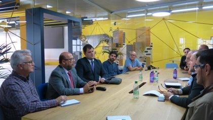 Las Palmas de Gran Canaria se compromete a que la Metroguagua tenga el Certificado de Accesibilidad Universal
