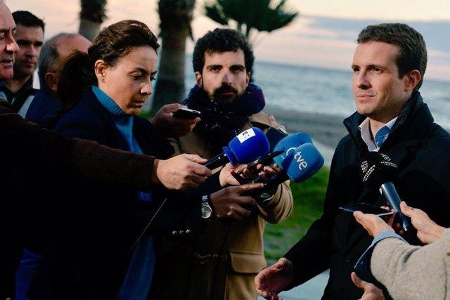 Pablo Casado atiende a los medios
