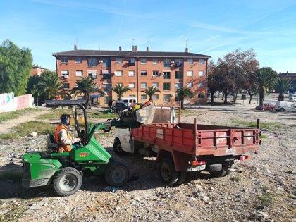 Paterna recoge en La Coma más de 4 toneladas de escombro y basura