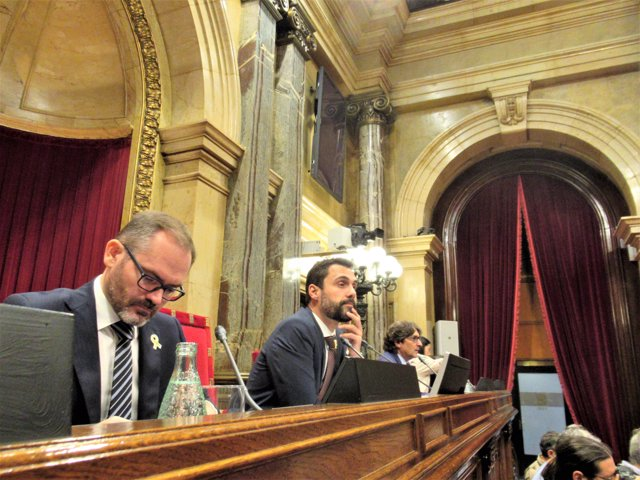 Josep Costa (JxCat) pte.Roger Torrent (ERC) David Pérez (PSC)  Mesa del Parlamen
